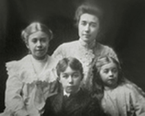 Edward Curtis' family- L to R Elizabeth Curtis, Harold Curtis, wife Clara Philips, & Florence Curtis